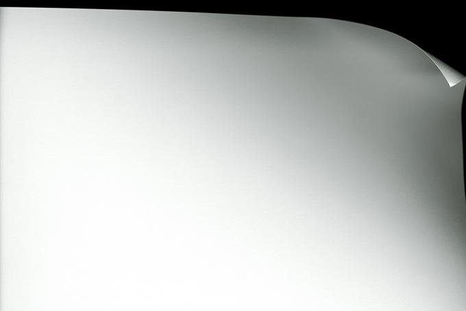 巻きぐせの付いた紙の背景