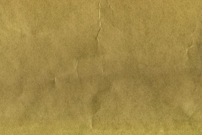 縦皺が付いた茶色の紙