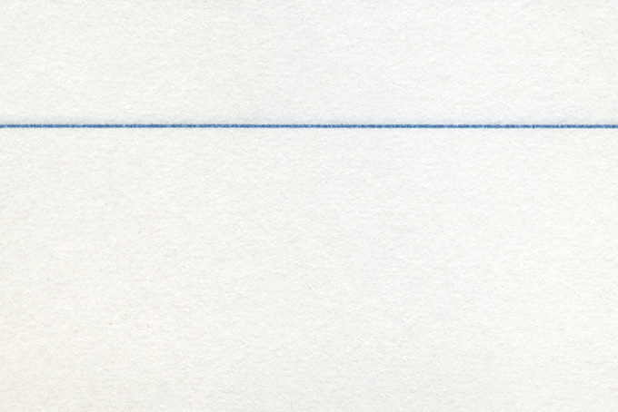 青い罫線のある紙のノート