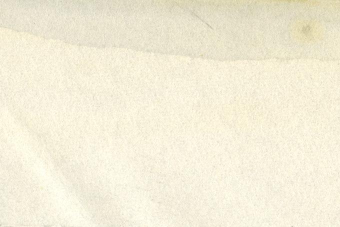 薄く滲んだシミのある紙