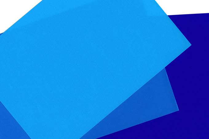 寒色系の三枚の折り紙