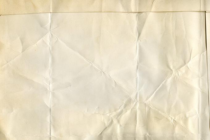 古い紙の折れ目や皺のテクスチャ(紙 テクスチャのフリー画像)