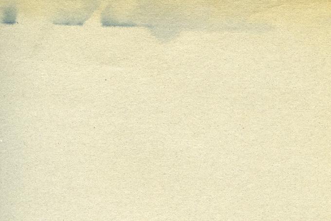 インクの滲んだ様なシミのある紙の画像(紙 テクスチャのフリー画像)