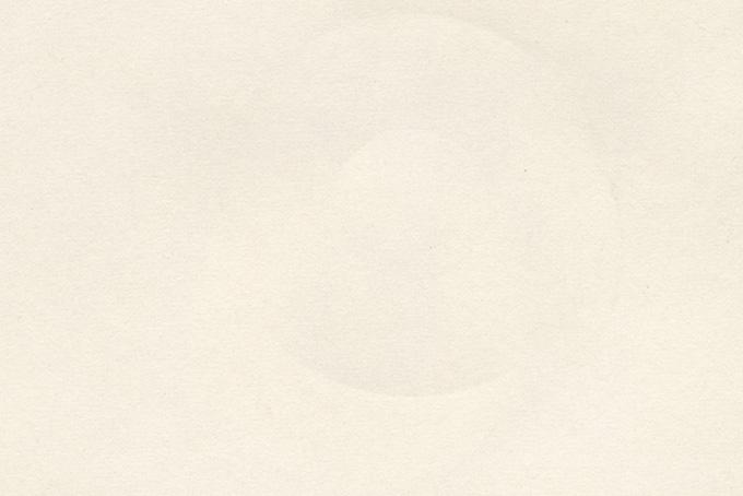 丸い型がついたコピー用紙