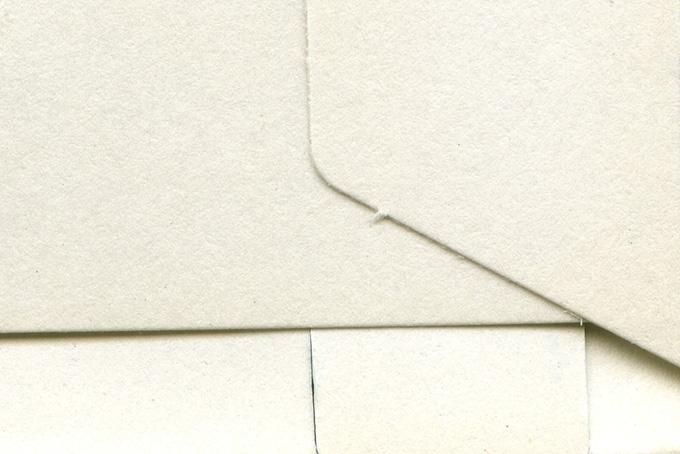 紙 破れと皺