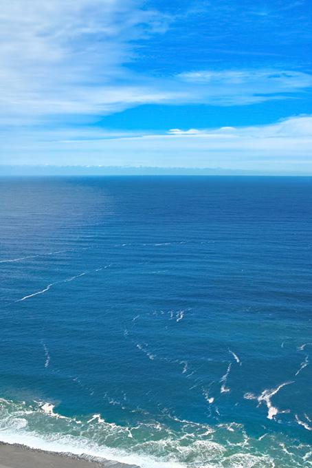 海岸線の向こうの大海原