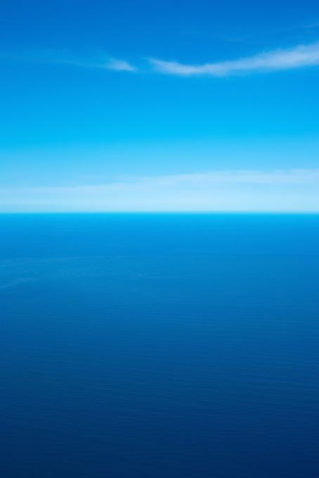 空と海の蒼いグラデーション