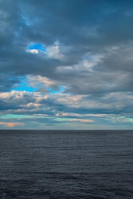 夕暮れ迫る海と空
