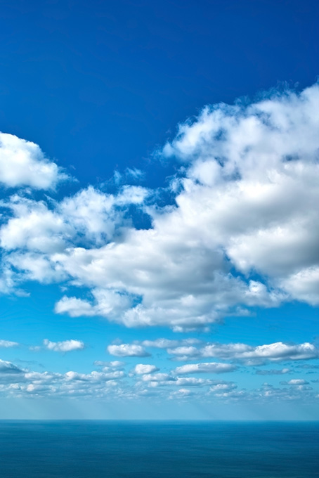 爽やかな青空と大海の画像