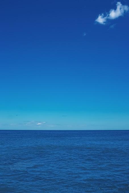 水平線と青いグラデーション