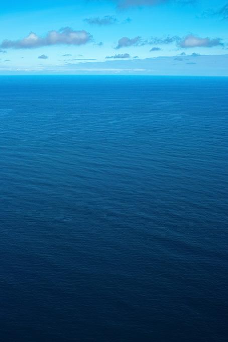 どこまでも続く海の画像