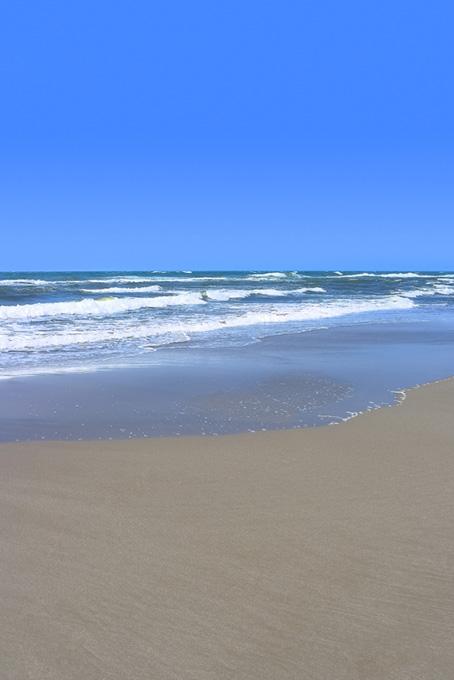 砂浜と波の画像