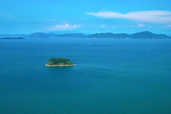 沖合の小さな島