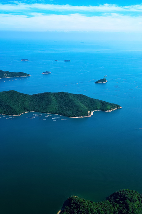 海に浮かぶ小さな島々