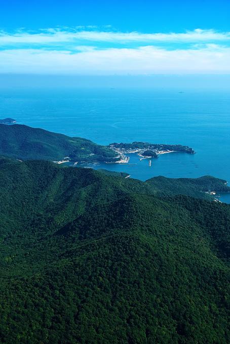 岬にある小さな港町
