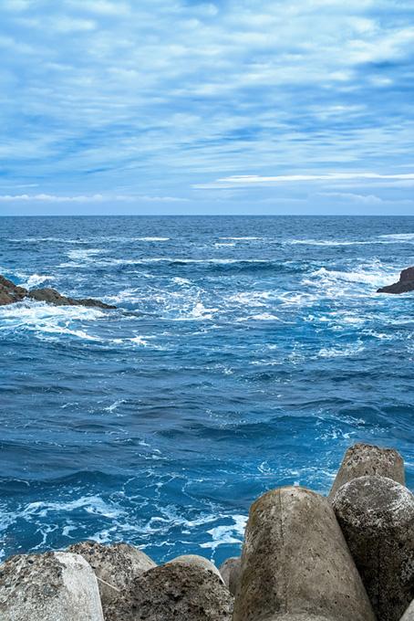テトラポットと揺れる海面
