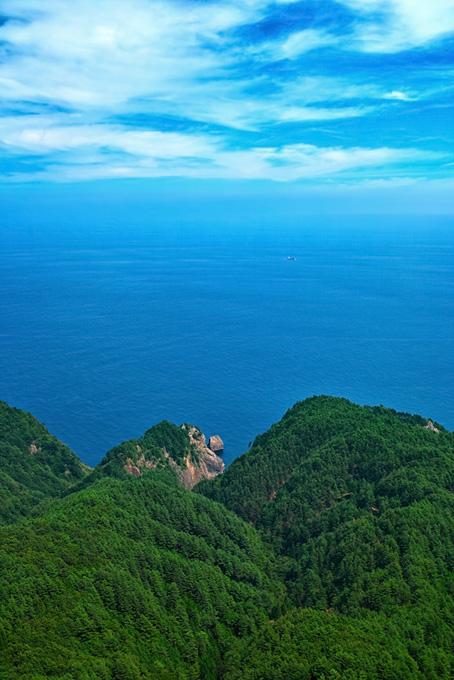 山から海に伸びる岬