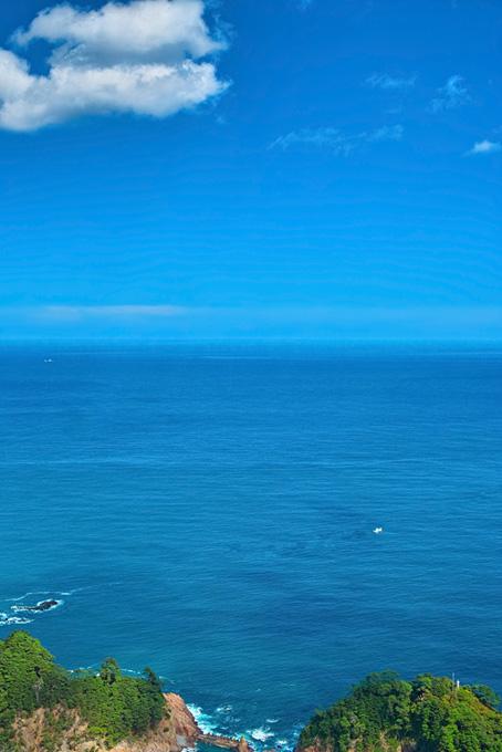 空と海と緑の岬