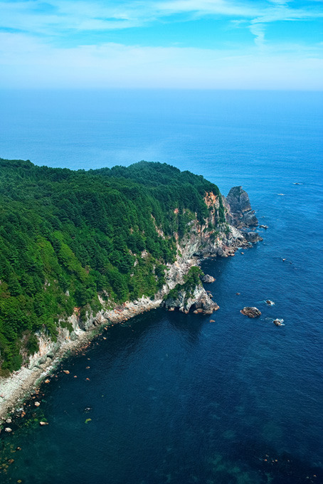 海に突き出す大きな岬