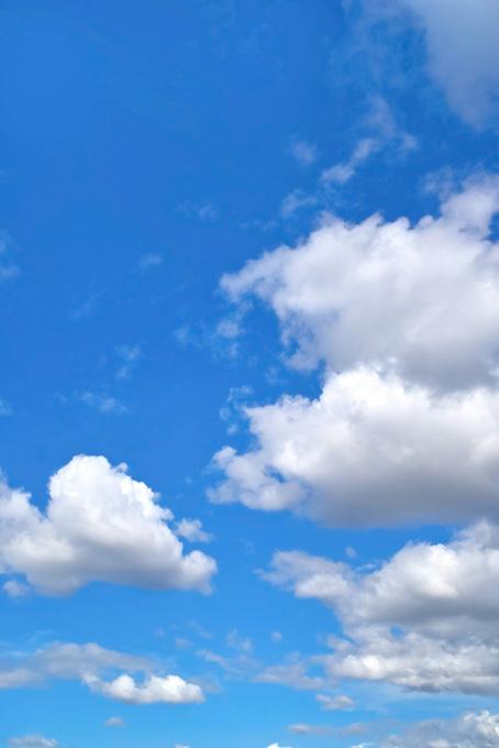 どこまでも続く青空と雲(青空のフリー画像)