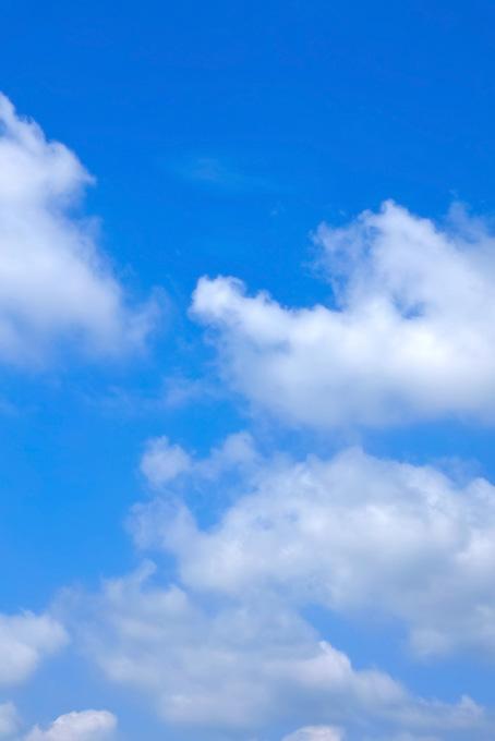 爽やかな青空に漂う雲