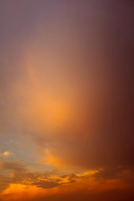 雲が照り映える夕焼け(空 おしゃれ テクスチャの画像)