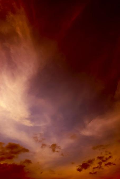 夕焼けの光が日没の空に残る(空 おしゃれ テクスチャの画像)