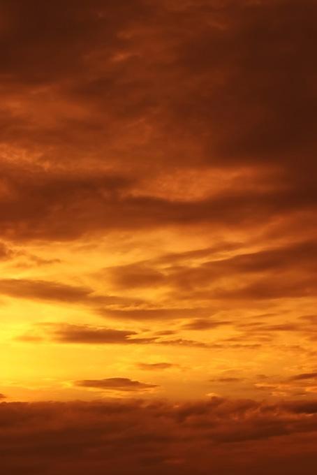 尊厳なる感動的な夕焼け