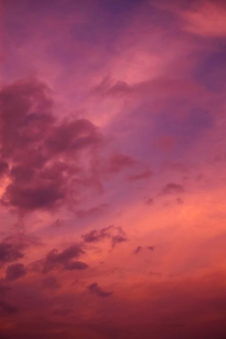 夕焼けの色彩豊かな空