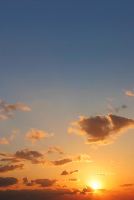 美しい夕日が沈む夕焼け