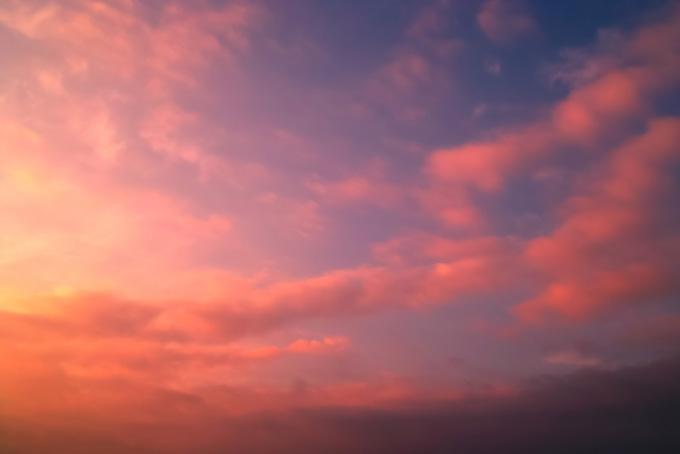 詩情溢れた鮮麗な夕焼け(夕焼け フリーの画像)