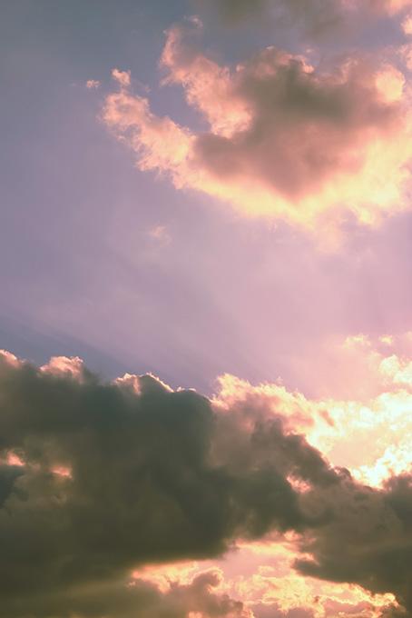 後光がさす綺麗な夕焼けの空の写真