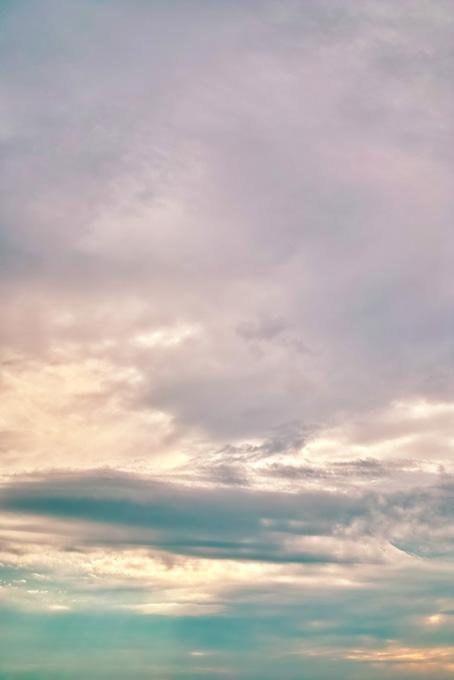 淡く彩られた崇高なる夕焼けの写真