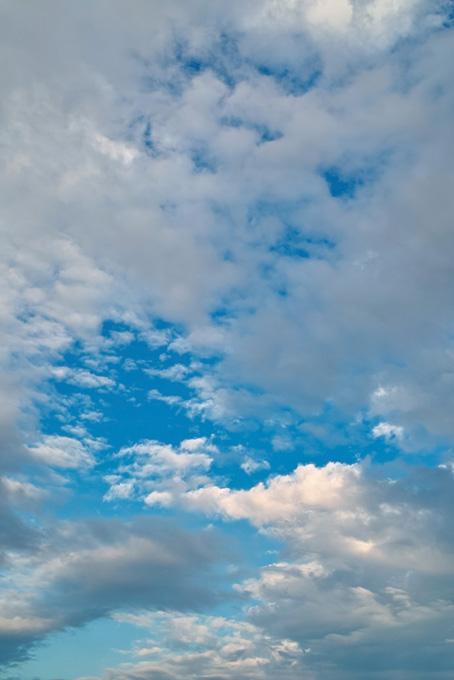 青空に群がる無数の雲