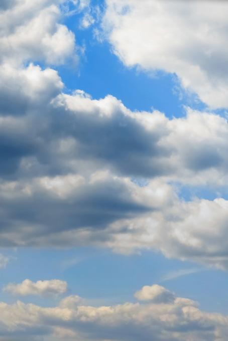 青空に被さる大きな積雲