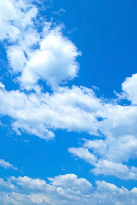 青空と風に流される雲