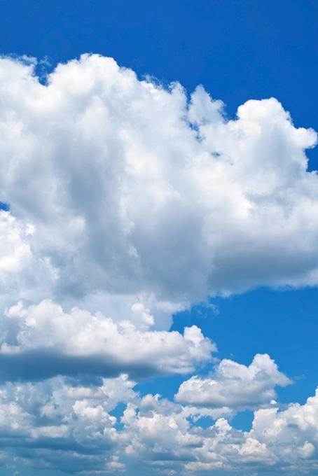 青空に群をなす積雲
