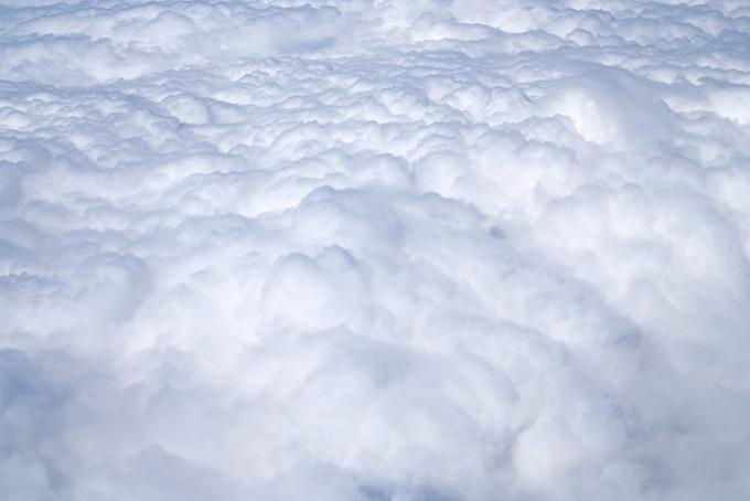 雲の上に広がる白い別世界