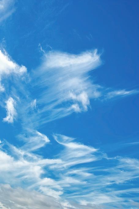 鉤状雲と澄み渡る秋の青空