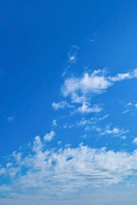 青空に千切れて流される雲