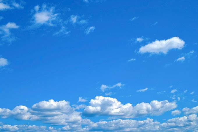 爽やかな空の下に群れる積雲