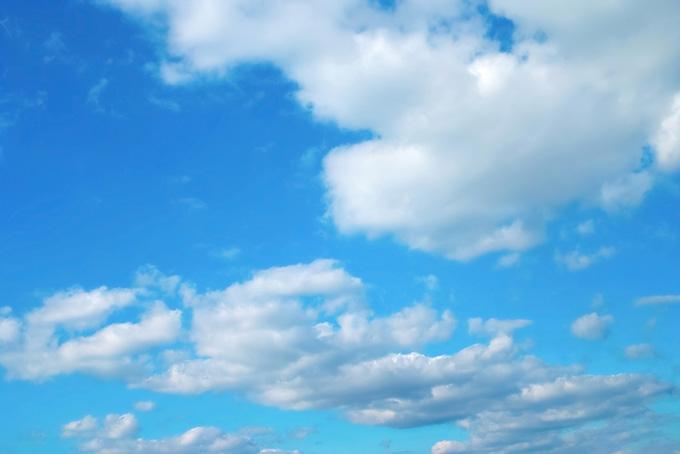 青空と連ねる扁平積雲