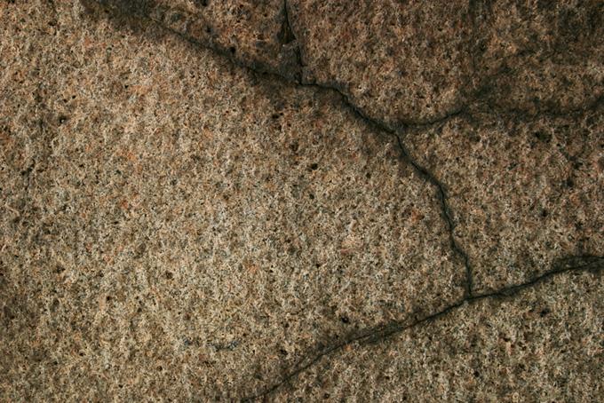 ひびの入った岩の背景(石 テクスチャのフリー画像)