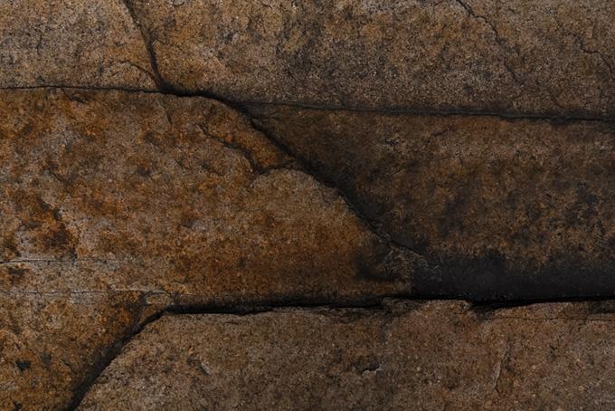 積み重ねられた茶色の石