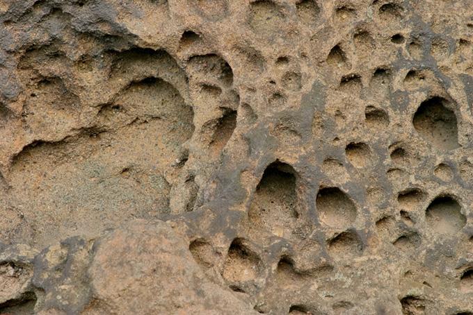 風化した岩の画像