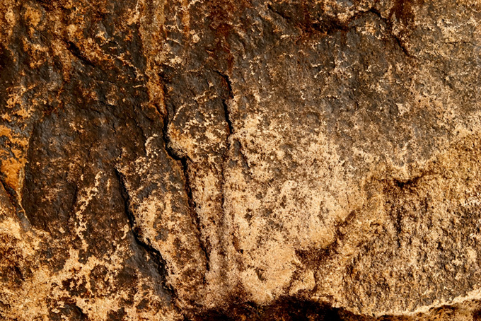 茶色いザラザラした石