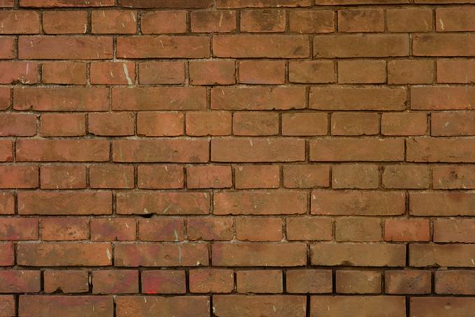 レンガ小屋の茶色い壁