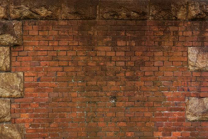 石とレンガで作られた古い塀