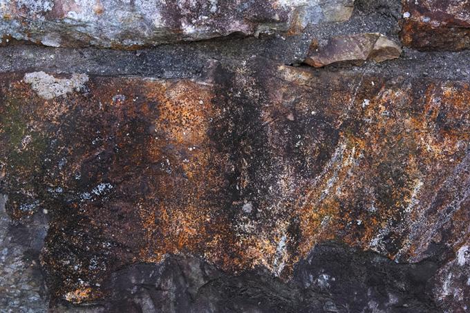 茶色い石壁のテクスチャ