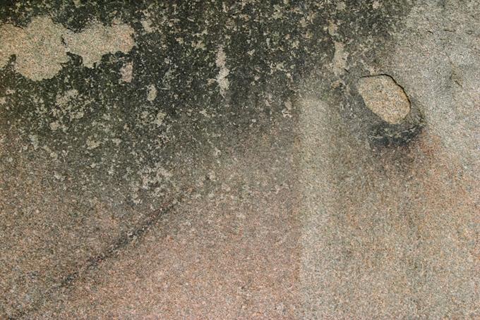 汚れた岩壁のザラザラとした質感の背景
